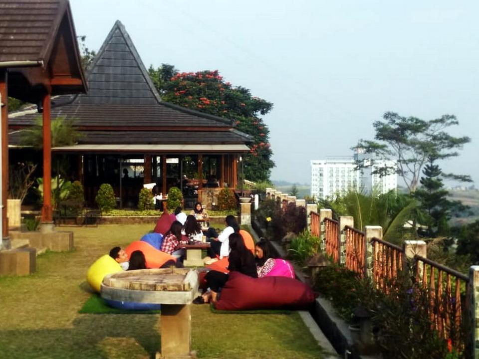 Wisma Joglo Hotel Bandung - Senja Menjelang