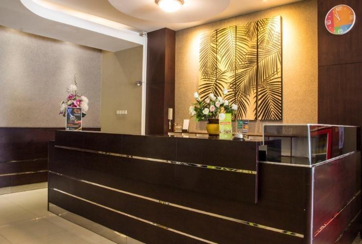 DPalma Hotel Bandung - Receptionist