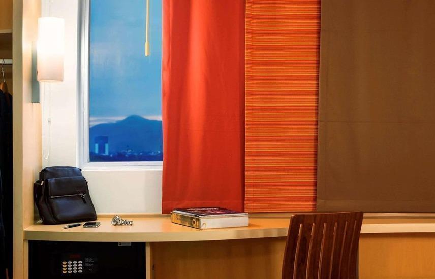 Ibis Bandung Pasteur Bandung - Desk