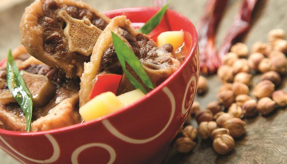 Ibis Bandung Pasteur Bandung - Food & Beverage