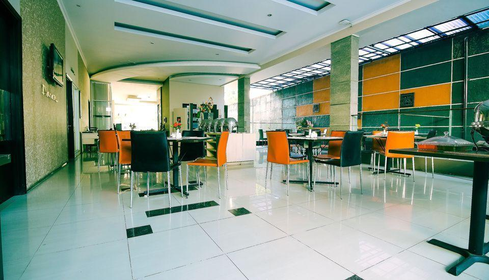 ZenRooms Near PVJ Bandung - Restaurant