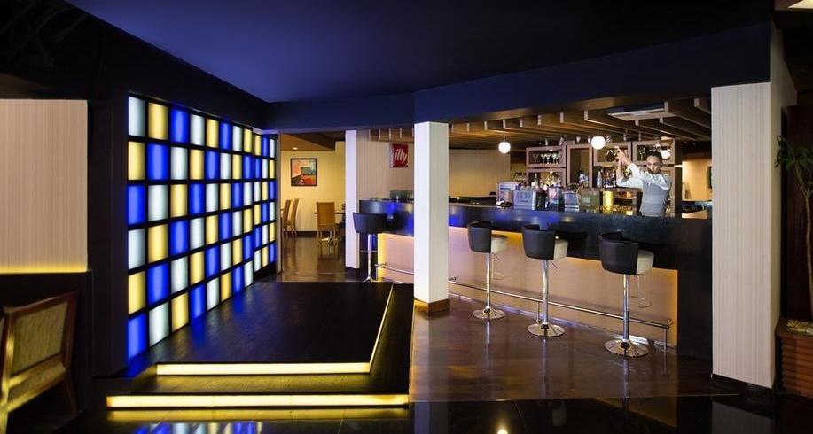 Aston Rasuna - meZZa Resto, Bar & Lounge