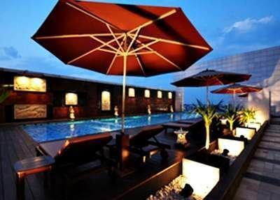 Gumaya Hotel Semarang - Swimming Pool