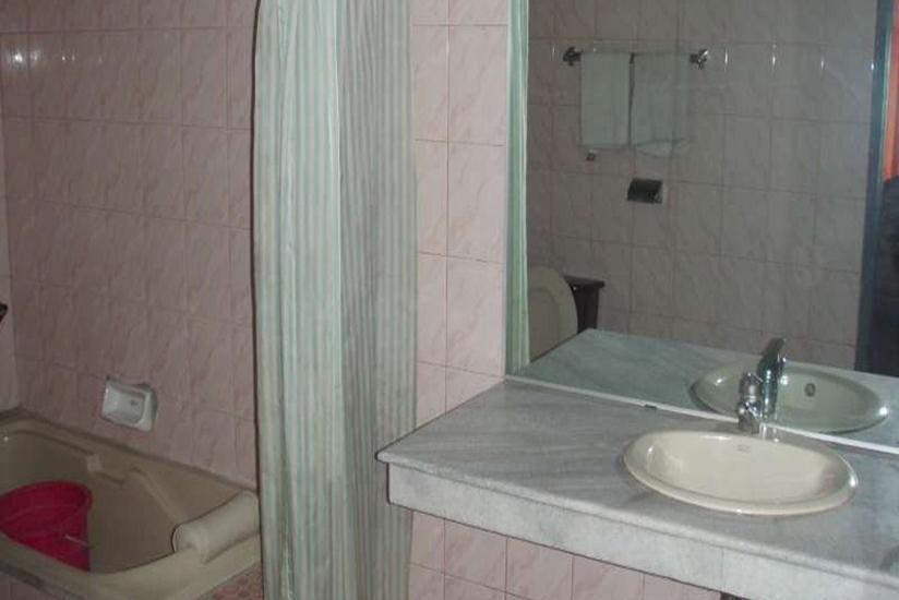 Resty Menara Hotel Pekanbaru - Kamar Mandi