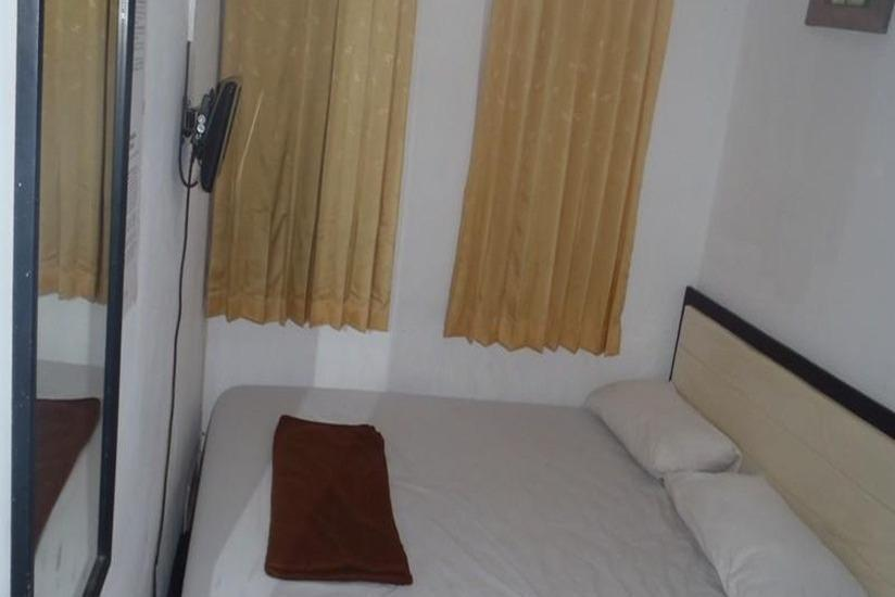 Unique Guest House Bandung - Double Standard AC Regular Plan