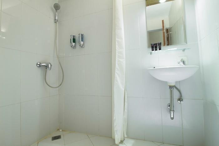 RedDoorz at Pasir Koja - Kamar mandi
