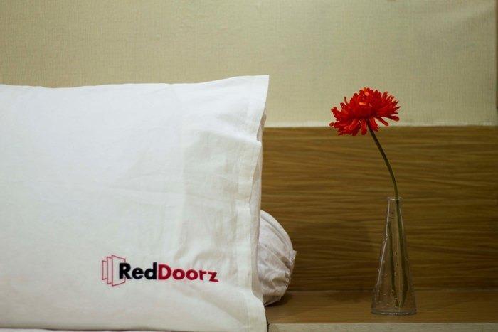 RedDoorz at Pasir Koja - Kamar tamu