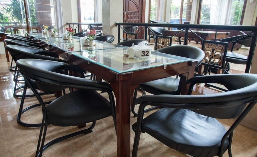 RedDoorz near Gubeng Station 2 Surabaya - Restoran