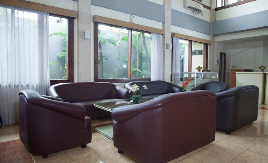RedDoorz near Gubeng Station 2 Surabaya - Interior