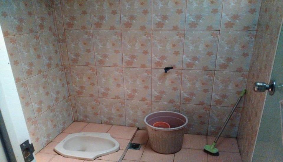 Setro Kariyo Homestay Yogyakarta - Bathroom