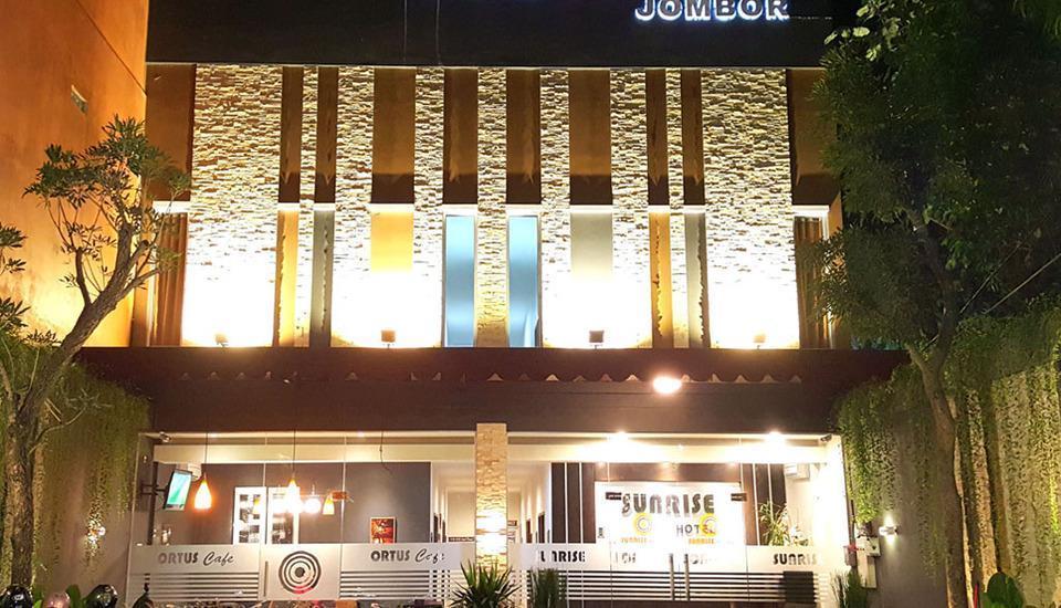 Sunrise Hotel Jombor Yogyakarta - Nuansa Hotel di malam hari