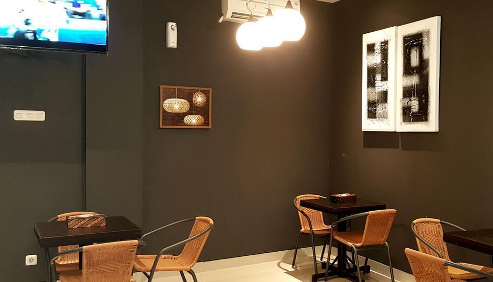 Sunrise Hotel Jombor Yogyakarta - Ortus Cafe ruang dalam