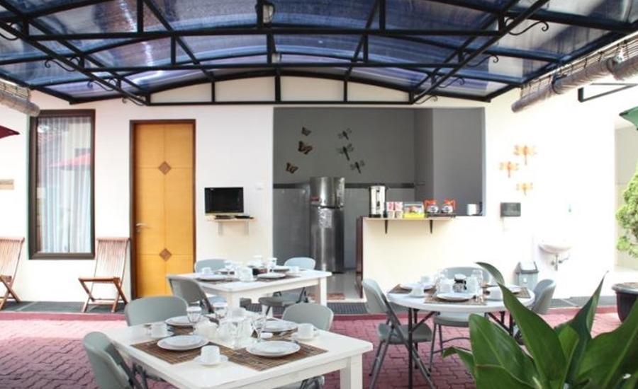 Natura Rumah Singgah Purwokerto - Ruang makan