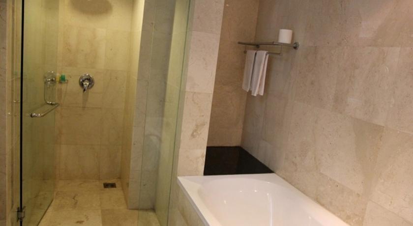 New Kuta Hotel Bali - Kamar Mandi
