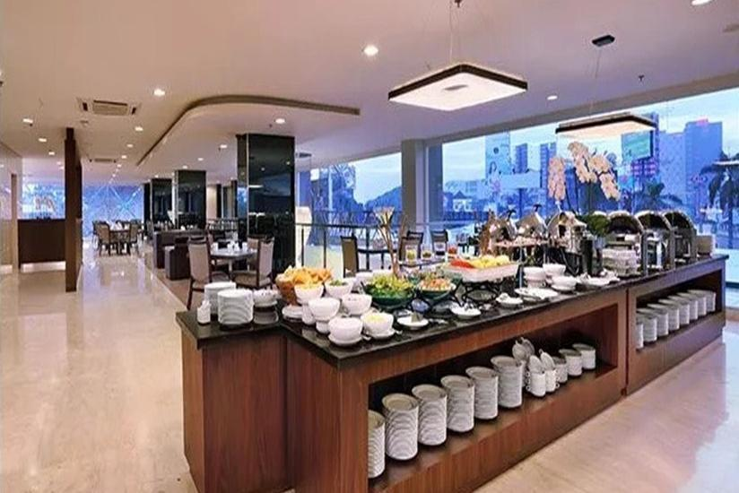 Aston Imperial Bekasi Hotel Bekasi - Hidangan Prasmanan