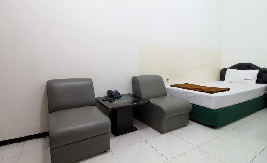 RedDoorz @ Dukuh Kupang Surabaya - RedDoorz Room Special Promo Gajian