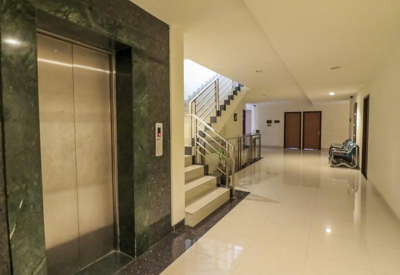 NIDA Rooms Penga Yoman 7 Makassar - Mengangkat