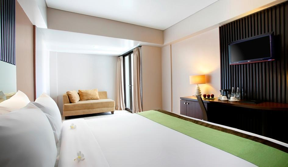 Hotel Santika Kuta Bali - Deluxe Suite Room King Weekend Deal
