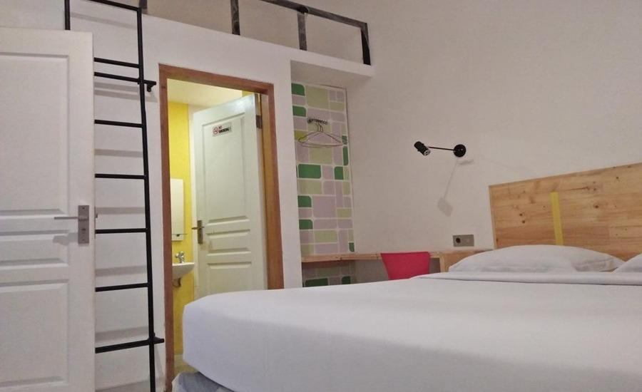 Retropoint BnB Bandung - Deluxe Double Room Regular Plan