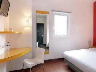 Amaris Pemuda Semarang - Smart Room Queen Regular Plan