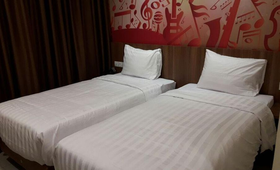 Front One Hotel Purwodadi Grobogan - Superior Twin Room Only Special Deal