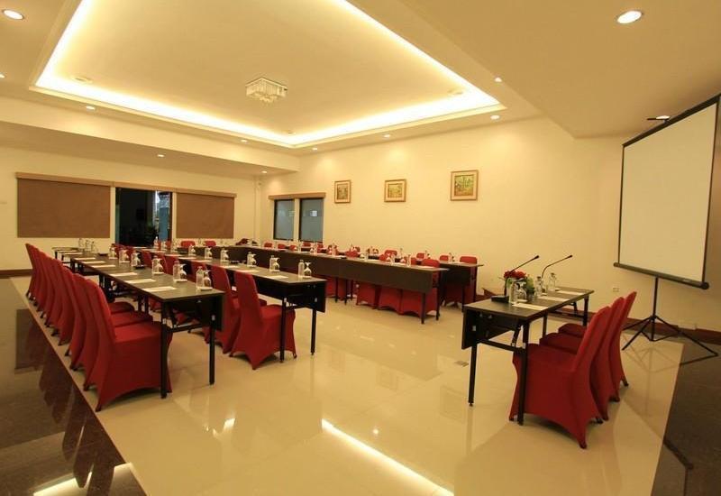 Karang Sentra Hotel Bandung - Meeting Room