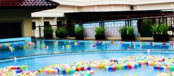 Karang Sentra Hotel Bandung - Pool
