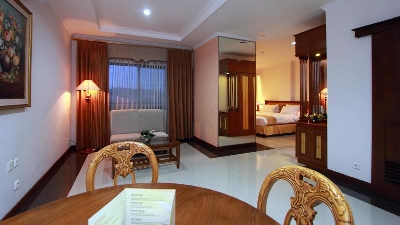 Karang Sentra Hotel Bandung - Suite Room With Breakfast Regular Plan