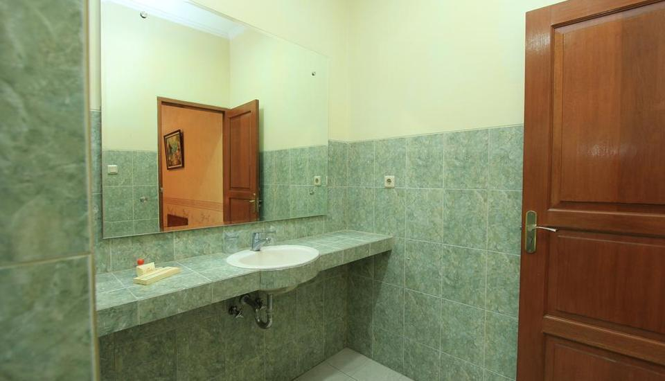 Horison Karang Setra Resorts Bandung - Grand Cottage Bathroom
