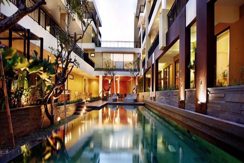 100 Sunset 2 Hotel Bali - Kolam Renang