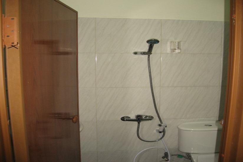 Bantal Guling Alun Alun Bandung - Kamar mandi