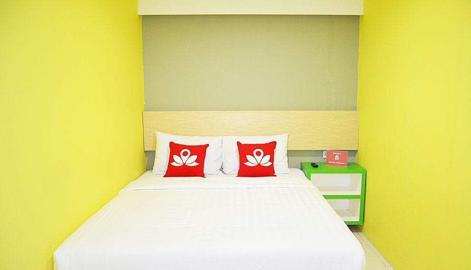 ZenRooms Gubernur Suryo Surabaya - Tampak tempat tidur double