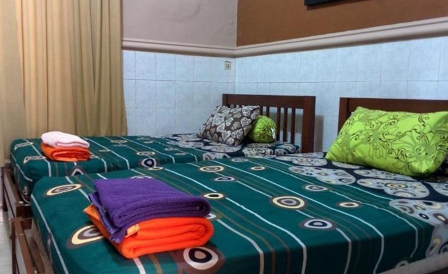 Penginapan Al-Hambra Pasuruan - Kamar tamu