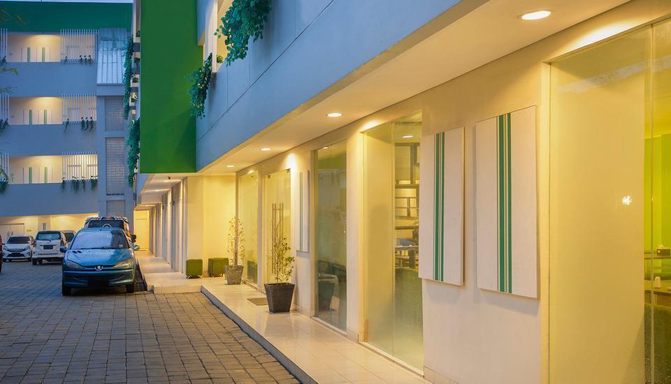 Odua Bekasi Hotel Bekasi - Parking Area