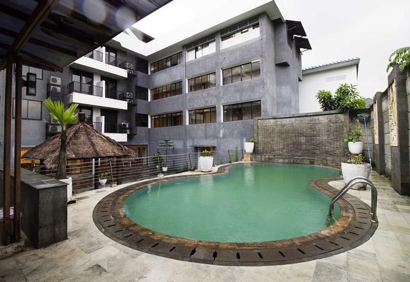 RedDoorz Apartment @Cilandak Jakarta - Kolam Renang