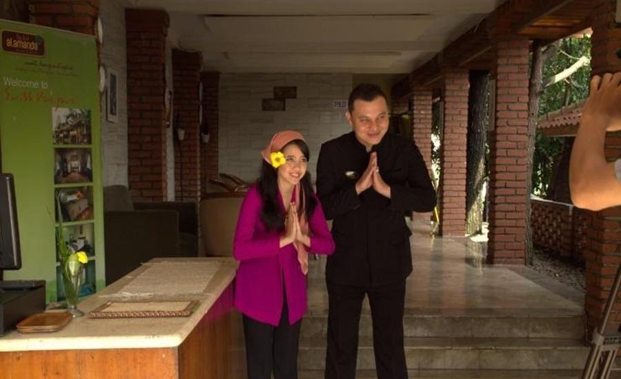 Resort Alamanda Garut - Receptionist