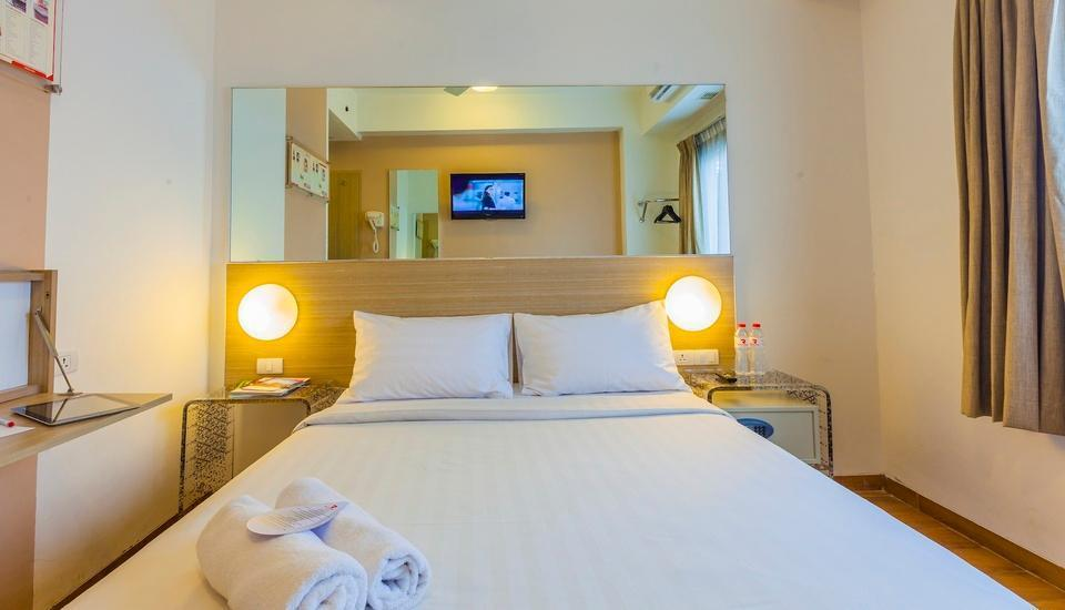 Red Planet Bekasi - Double Room Regular Plan