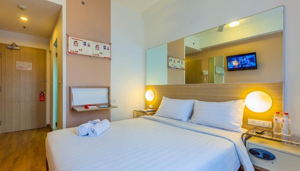 Red Planet Bekasi - Double Room with Breakfast Regular Plan