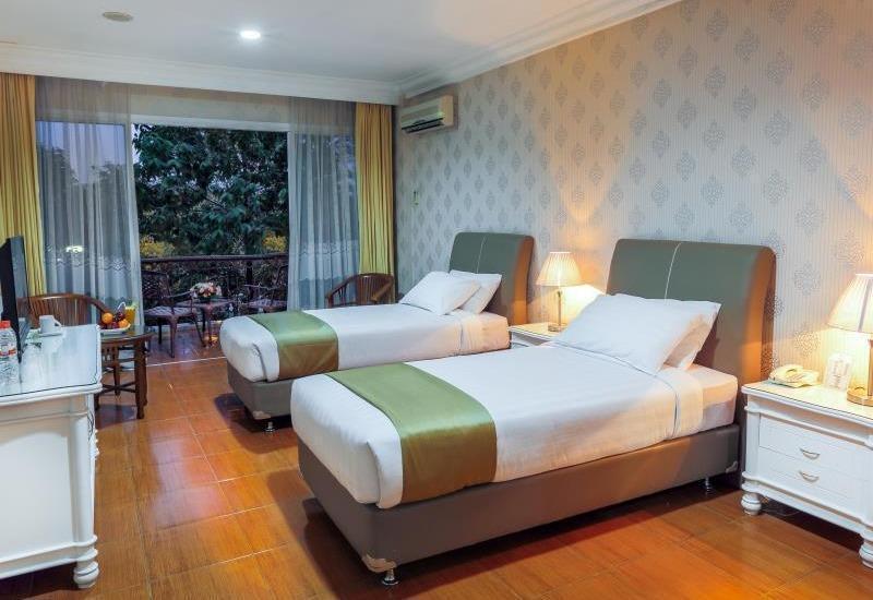 Hotel Braja Mustika Bogor - Deluxe Room