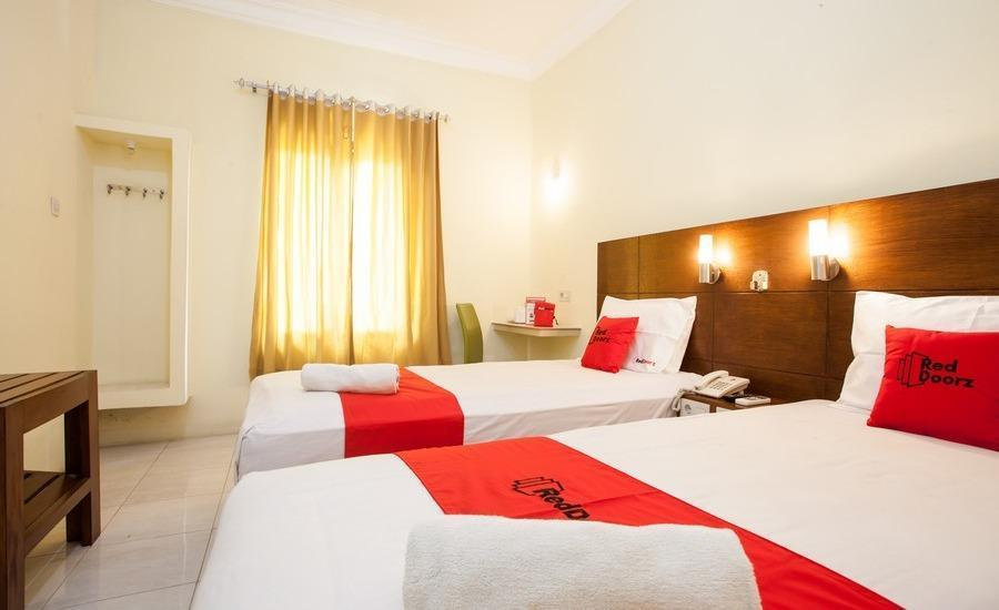 RedDoorz Plus near Marvell City Mall Surabaya - Room