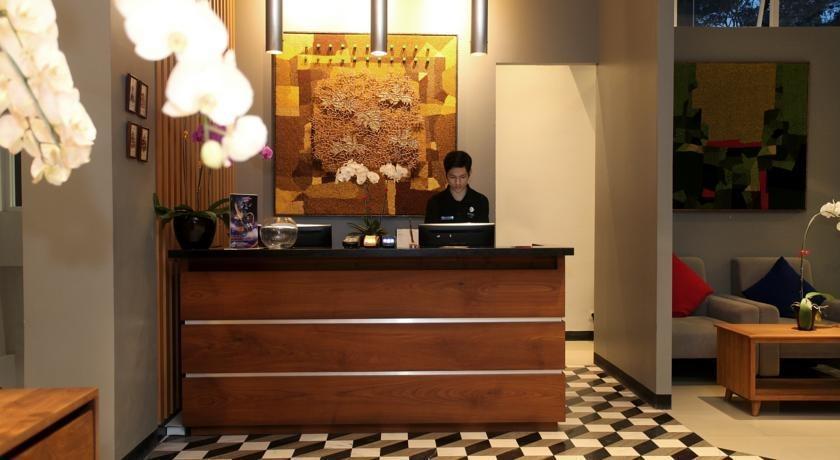 Ivory By Ayola Hotel Bandung - Receptionist
