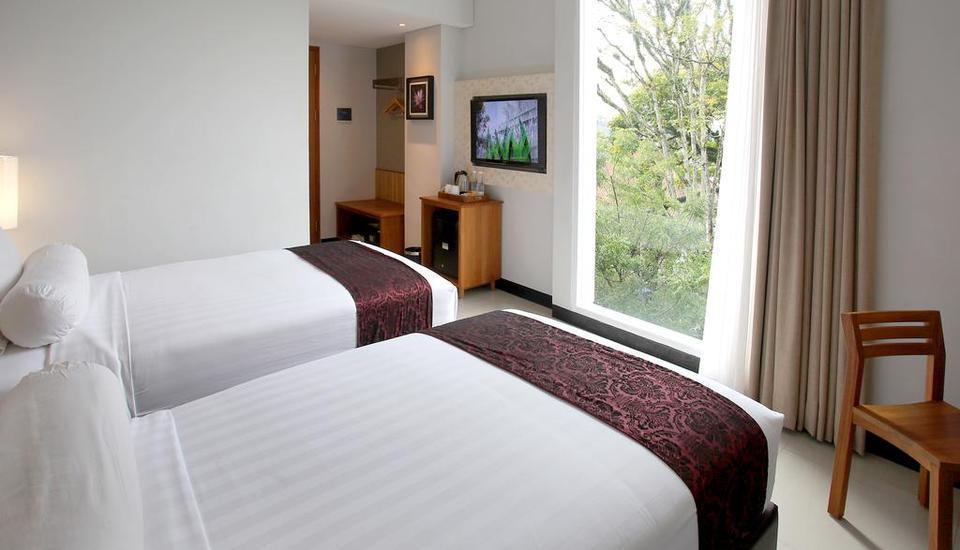 Ivory By Ayola Hotel Bandung - Deluxe City View With Breakfast Regular Plan