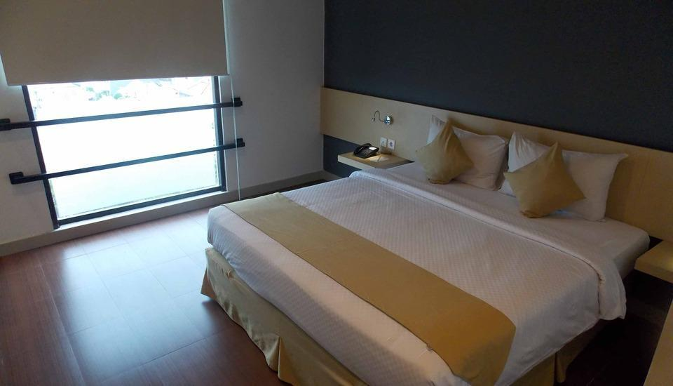 Hotel 88 Embong Malang - Deluxe King