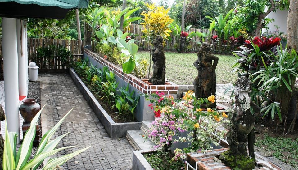 Pecatu Guest House Bali - Taman