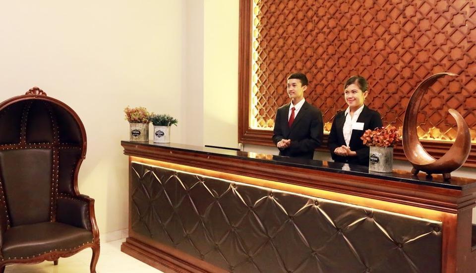 The Garden Suites Hotel Solo - resepsionis