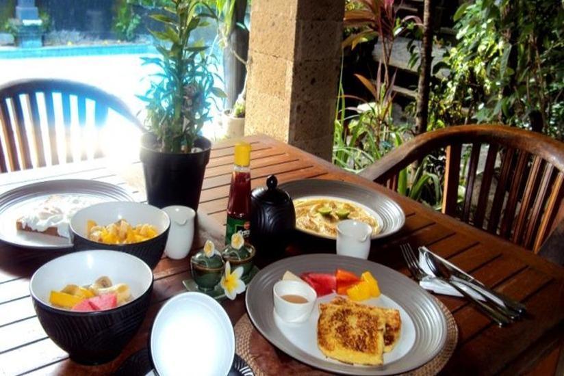 Ellies Hotel Bali - Menu