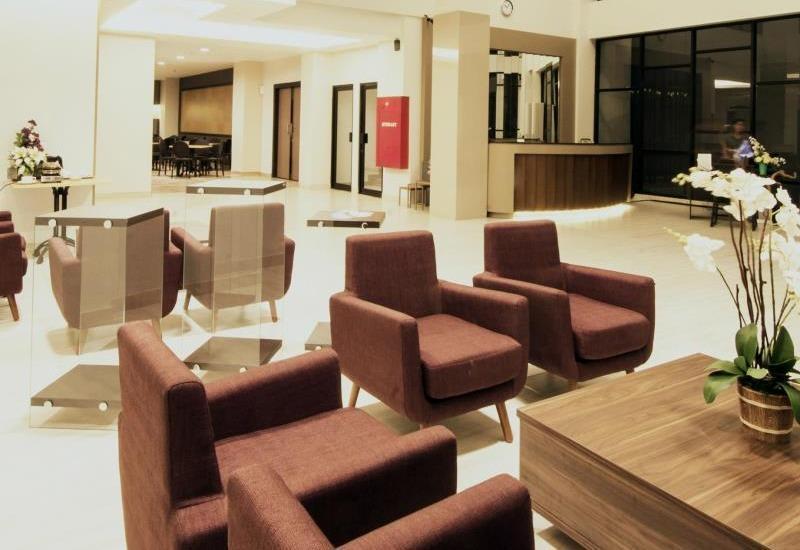 Sparks Lite Hotel Manado - Lounge
