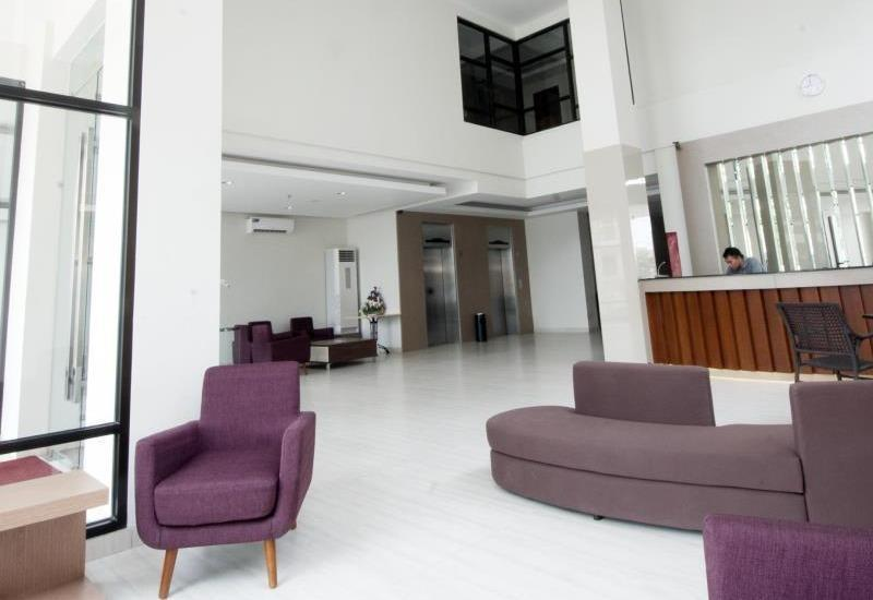 Sparks Lite Hotel Manado - lobi
