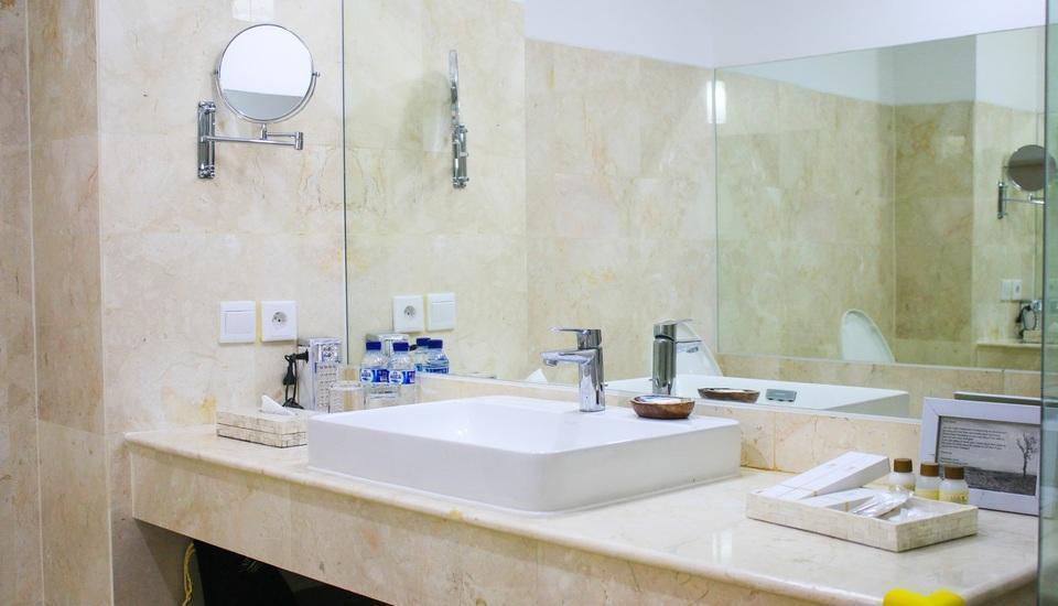 The Sintesa Jimbaran Bali - Deluxe Bathroom