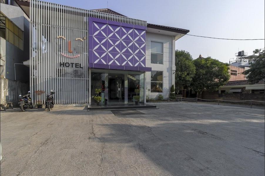 RedDoorz near Gua Sunyaragi Cirebon - Exterior